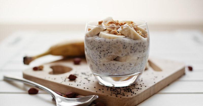 jogurtový chia dezert s banánem